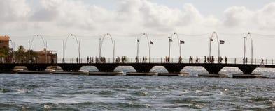 De brug van het koninginemma ponton, Curacao Stock Foto's