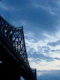 De brug van het metaal bij zonsondergang stock fotografie