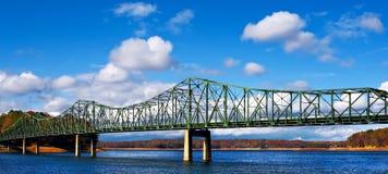 De brug van het metaal in de herfst Royalty-vrije Stock Afbeeldingen