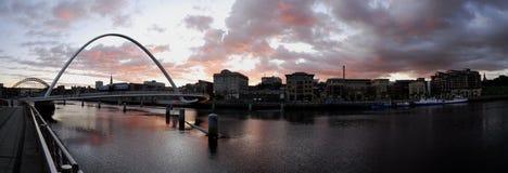 De Brug van het Millennium van Gateshead en Quayside van Newcastle stock fotografie