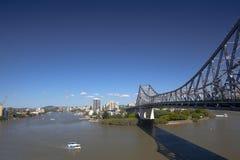 De Brug van het verhaal en benedenstroom in Brisbane Stock Afbeeldingen