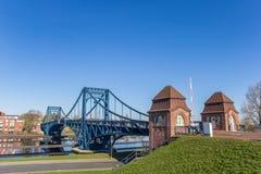 De brug van Kaiserwilhelm over EMS-jade-Kanal in Wilhelmshaven stock afbeeldingen