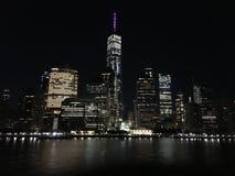 De brug van Manhattan en van Brooklyn Stadslichten NYC van Hudson River stock afbeelding