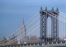 De Brug van Manhattan en de Bouw van de Staat van het Imperium stock foto