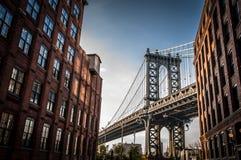 De brug van Manhattan van DUMBO, Brooklyn wordt gezien dat Stock Fotografie
