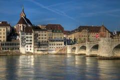 De Brug van Mittlere en de waterkant van Bazel, Zwitserland Stock Afbeelding