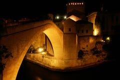 De Brug van Mostar - de scène van de Nacht Stock Fotografie