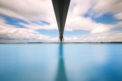 De Brug van Normandië, de rivier lange blootstelling van de Zegen. Frankrijk Royalty-vrije Stock Foto