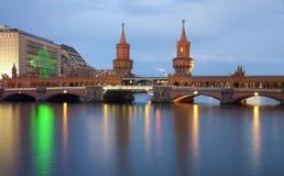De brug van Oberbaum, Berlijn Stock Afbeeldingen