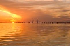 De brug van Oresunds bij zonsondergang Stock Afbeelding
