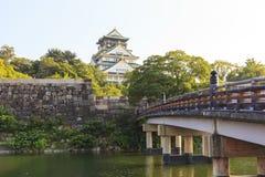 De Brug van Osaka Castle en Gokurakubashi-tijdens zomer in Japan Royalty-vrije Stock Fotografie
