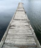 De brug van de oude houten raad royalty-vrije stock afbeeldingen