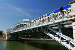 De brug van Pontrouelle, Parijs, Frankrijk. stock foto's
