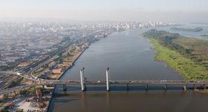 De Brug van Porto Alegre en Rivier Guaiba Royalty-vrije Stock Afbeeldingen