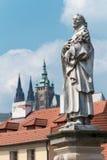 De brug van Praag - van Charles - st Philip Benizi standbeeld stock foto