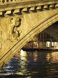 De brug van Rialto Stock Afbeeldingen