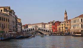 De Brug van Rialto, die panorama gelijk maakt Royalty-vrije Stock Fotografie