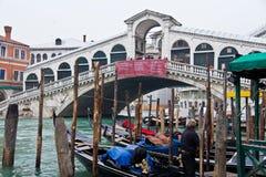 De Brug van Rialto in Venetië Royalty-vrije Stock Afbeeldingen