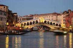 De Brug van Rialto in Venetië Stock Afbeeldingen