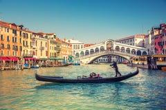 De Brug van Rialto in Venetië Stock Foto