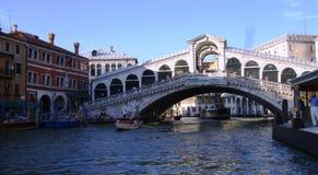 De brug van Rialto in Venetië, Italië royalty-vrije stock foto