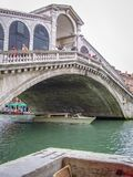 De brug van Rialto in Venetië, Italië stock fotografie