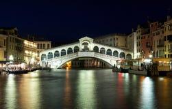 De Brug van Rialto in Venetië, Italië Stock Foto's