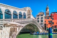 De brug van Rialto in Venetië, Italië Royalty-vrije Stock Foto's