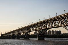 De Brug van de Rivier van Yangtze van Nanjing stock foto's