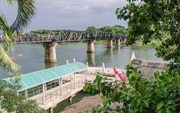 De Brug van rivierkwai in Kanchanaburi - Thailand Stock Afbeelding