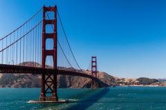 De brug van San Francisco Golden State met blauwe hemel royalty-vrije stock foto's