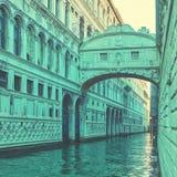De brug van sighs in Venetië stock afbeelding