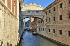 De brug van Sighs, Venetië stock foto