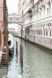 De brug van sighs in Venetië royalty-vrije stock afbeeldingen