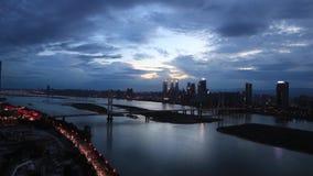 De Brug van stads zonsondergang-Bayi, de Stad van Nan-Tchang, Jiangxi-Provincie stock footage