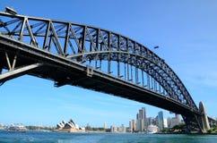 De brug van Sydney habour in de zomer Royalty-vrije Stock Foto's