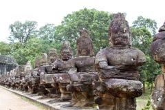 De brug van Thom van Angkor Stock Afbeeldingen
