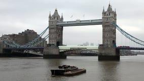 De brug van de toren in Londen stock videobeelden