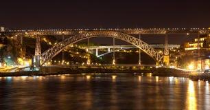 De brug van trekt Luis I in Porto aan Royalty-vrije Stock Foto