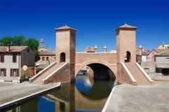 De brug van Trepponti van Comacchio, Ferrara, Emilia-Romagna, Italië Stock Foto's