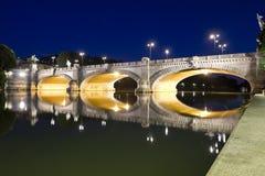 De brug van Umberto I bij nacht Stock Foto