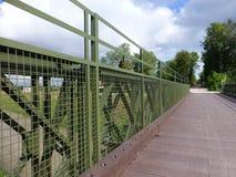 De brug van vestingmuur voor het cirkelen van spoor royalty-vrije stock foto