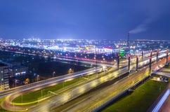 De brug van de Weg van Donau, over Pulkovskoe-weg Rusland Heilige-Petersburg 25 November 2017 Royalty-vrije Stock Afbeeldingen