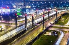 De brug van de Weg van Donau, over Pulkovskoe-weg Rusland Heilige-Petersburg 25 November 2017 Royalty-vrije Stock Foto