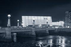 De brug van Zurriola bij nacht Royalty-vrije Stock Afbeeldingen