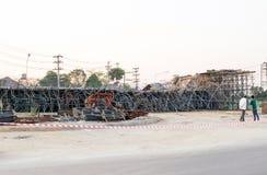 De brug was gebouwde die grondverschuiving door vele factoren wordt veroorzaakt Royalty-vrije Stock Foto