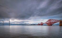 De bruggen komen op het Noorden Queensferry samen Stock Fotografie