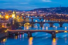De bruggenpanorama van Praag tijdens avond, Praag Tsjechische Republiek Royalty-vrije Stock Afbeelding