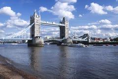 De brugrivier Theems Londen het UK van de toren Stock Afbeeldingen