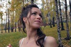 De bruid in een Birchwood Stock Foto